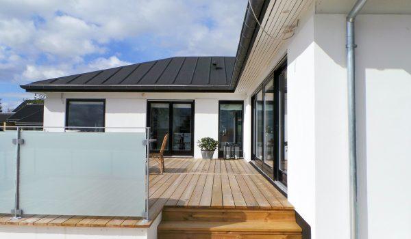 Hus i Gug ved Aalborg forandret fra typisk kedelig 70'er villa, til moderne eksklusiv villa