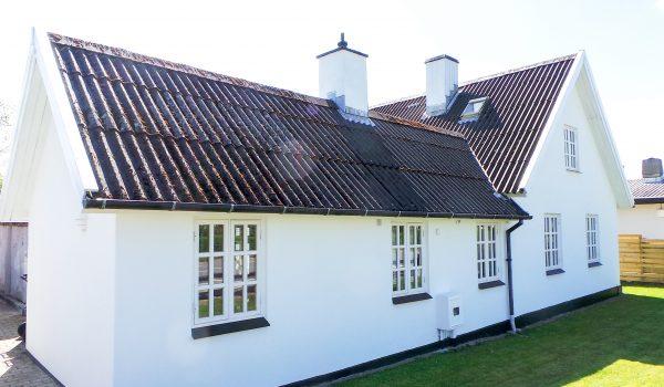 Charmerende lille hus i Nørhalne har fået nye stærke facader